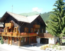 Jolly Good Alpine Holidays - Chalet Sherpa, Morzine